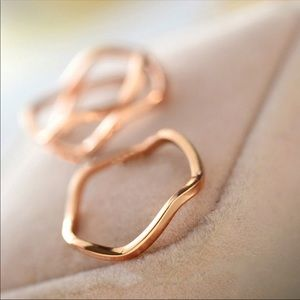 Jewelry - Dainty elegant wave ring- Goldtone 6.25""
